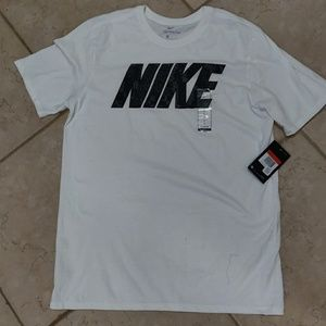 Nike Tee brand new with tag L